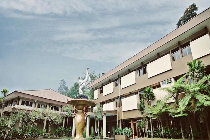 Arra Lembah Pinus Hotel Ciloto - Tampilan Luar Hotel