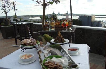 Kenari Tower Hotel Makassar - Food