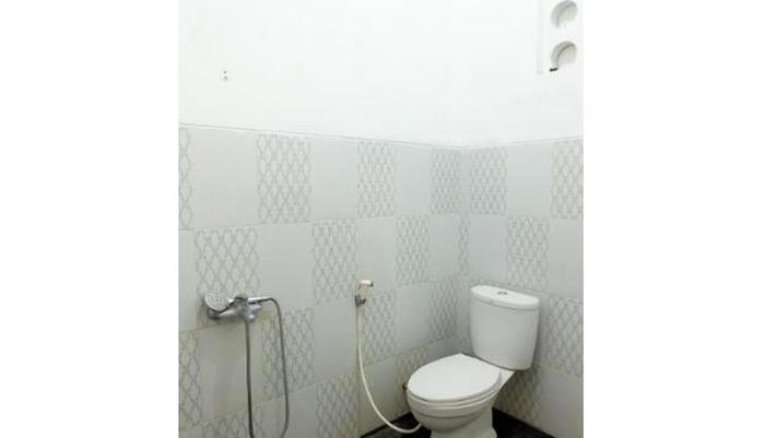 Simply Homy Guest House Malioboro Yogyakarta - Bathroom