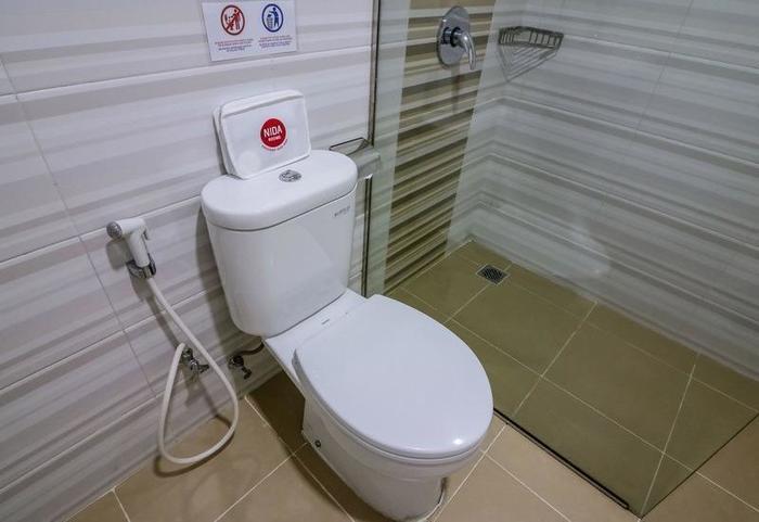 NIDA Rooms Makassar Banda - Kamar mandi