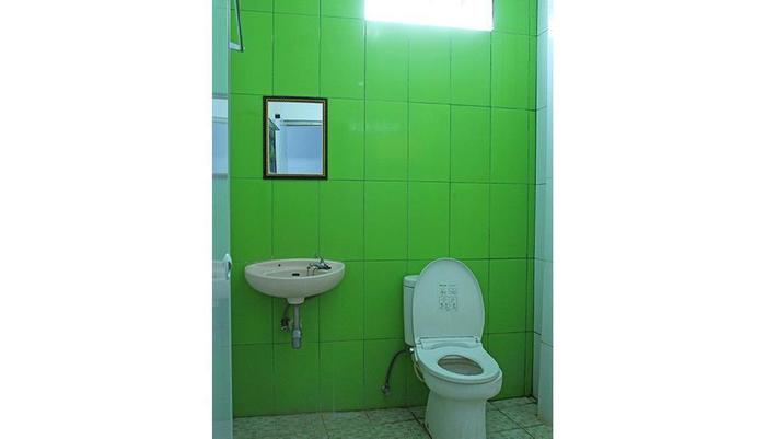 Tenacity Guest House Cirebon - Bathroom