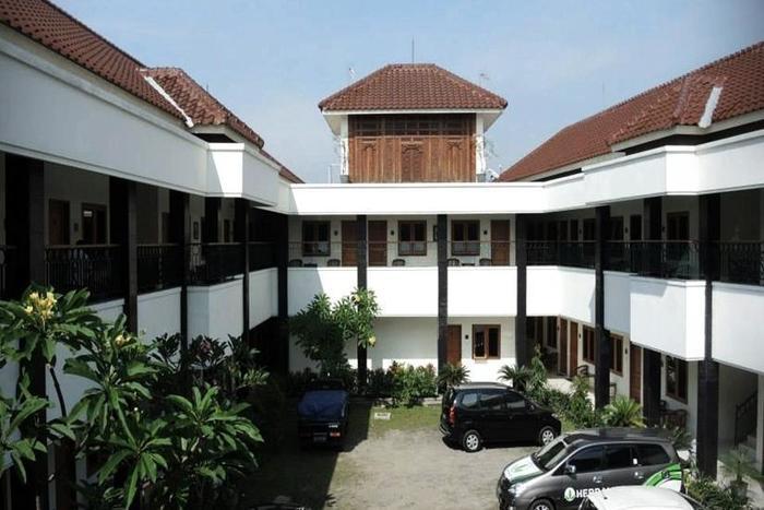 Griya Tenera Solo - Tampilan Luar Hotel