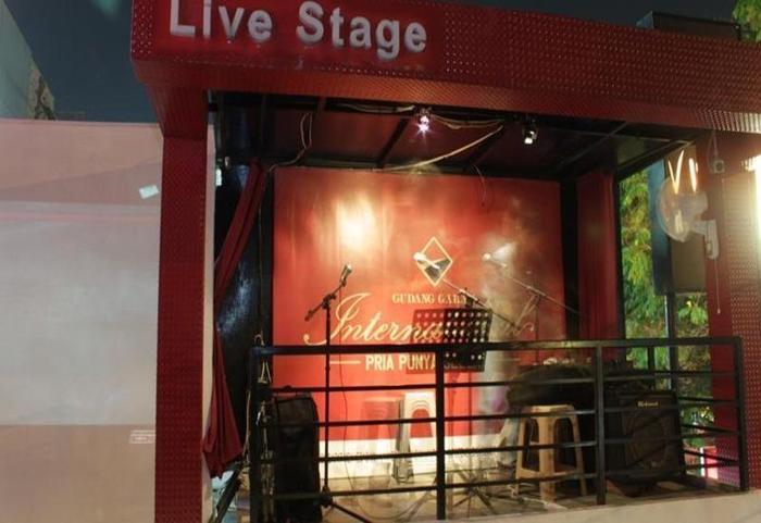 Simpang Lima Residence Semarang - Live Stage