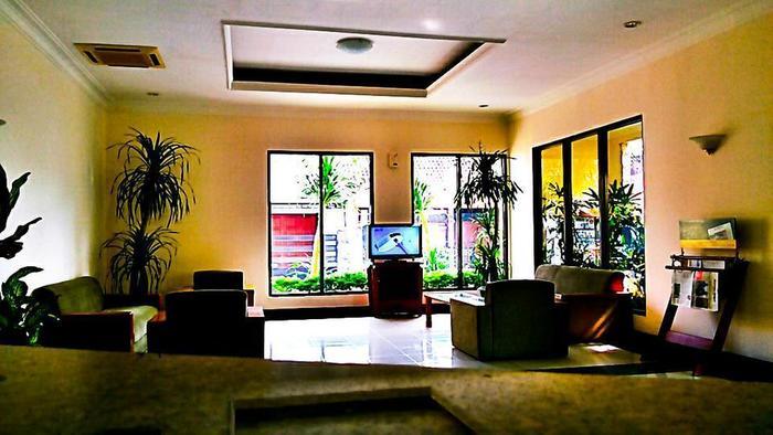 Griya Sentana Hotel Yogyakarta - Ruang tamu