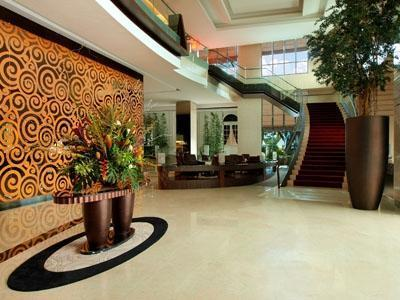 Grand Aston City Hall Hotel & Serviced Residences Medan - Lobi