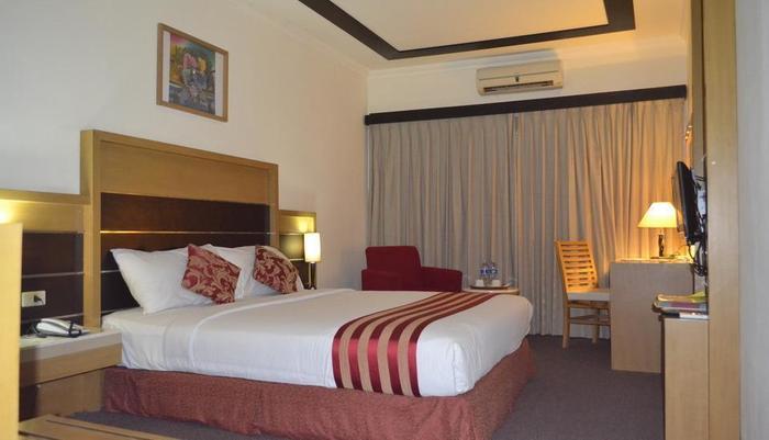 Mega Matra Hotel Jakarta - Kamar Deluxe Satu Tempat Tidur Besar