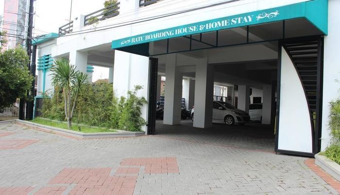 Ratu Homestay Malang Malang - Entrance