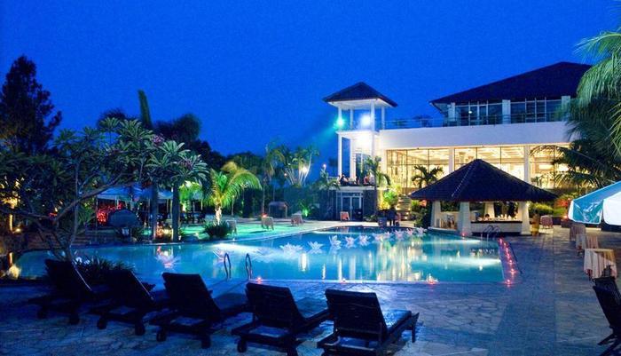 Patra Jasa Semarang Convention Hotel Semarang - Kolam renang