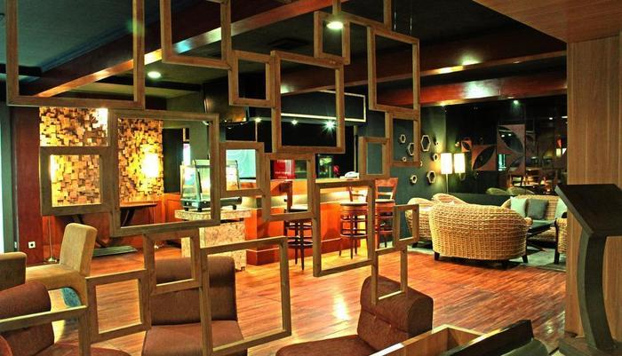 Patra Jasa Semarang Convention Hotel Semarang - Bar CokroKembang