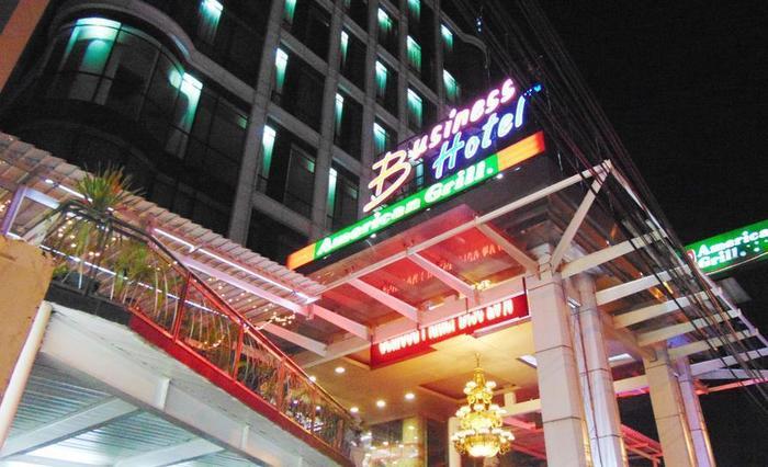 Business Hotel Jakarta - Building Exterior