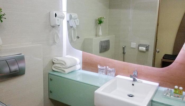 Business Hotel Jakarta - Kamar mandi yang luas dan bersih