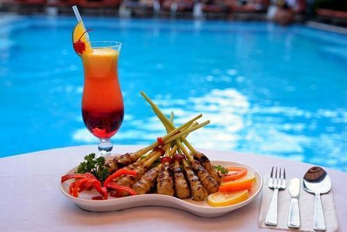 Wina Holiday Villa Kuta - Makanan