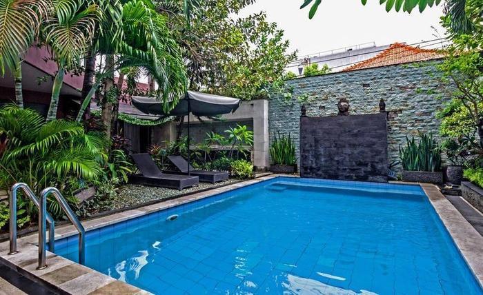 RedDoorz @ Legian Kuta Bali - Kolam Renang