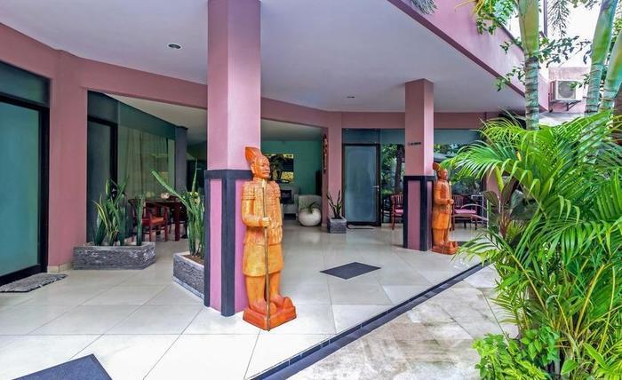 RedDoorz @ Legian Kuta Bali - Eksterior
