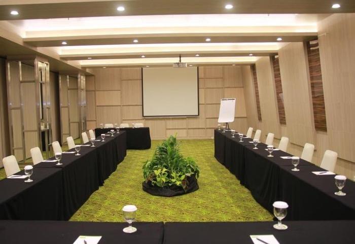Sparks Hotel Mangga Besar Jakarta - Meeting Room