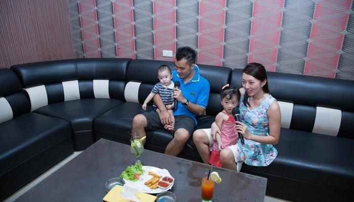 Grand Vella Hotel Bangka - Family Karaoke