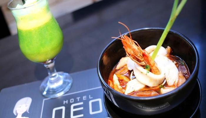 NEO Dipatiukur Bandung - Makanan dan minuman