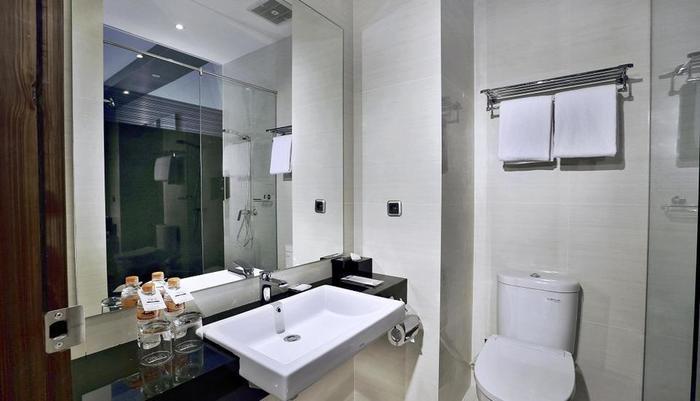 NEO Dipatiukur Bandung - Bathroom