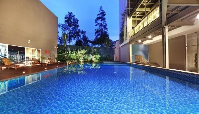 Aston Pasteur Bandung - Pool