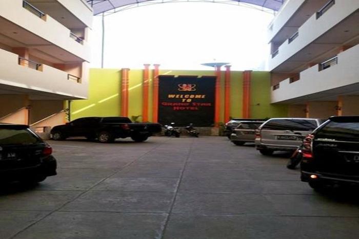 Grand Star Hotel Parepare - Area parkir