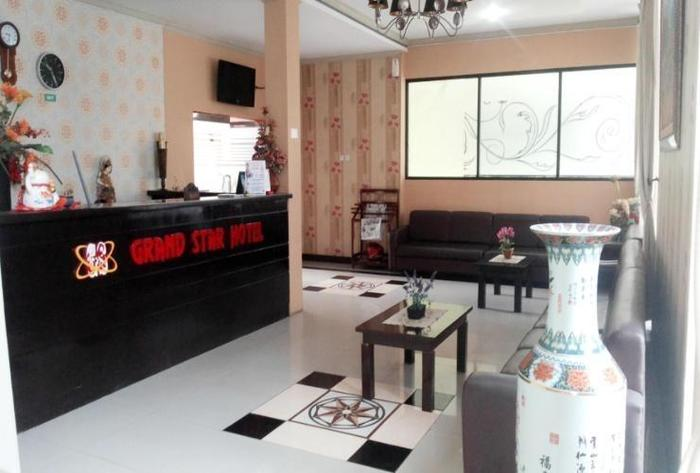Grand Star Hotel Parepare - Receptionist