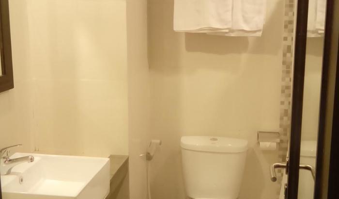 Jodipati Hotel Bengkulu - Toilet kamar smart