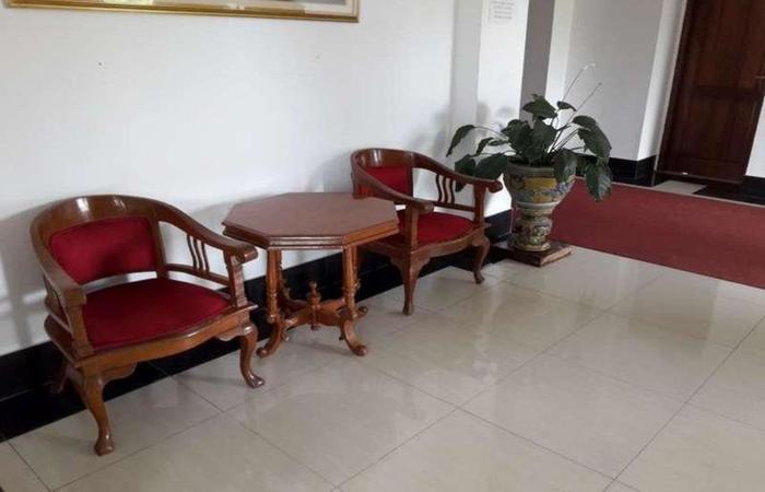 The Hayati Inn Bogor - Meja dan kursi