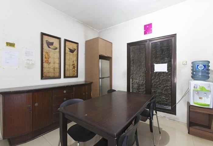 RedDoorz @Jempang Benhil - Ruang makan