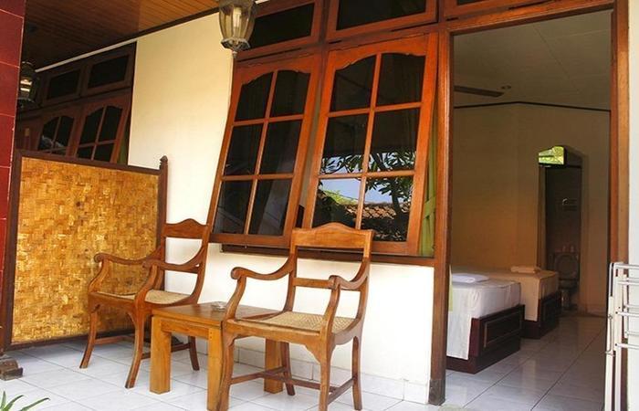 Yulia 1 Homestay Bali - Teras