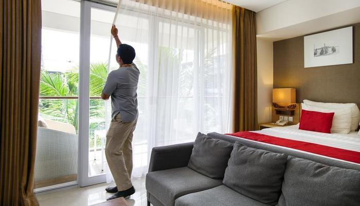 Ramada Encore Bali Seminyak - Room Boy