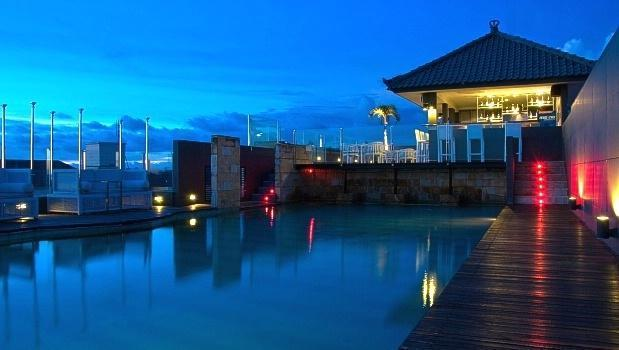 J Boutique Hotel Kuta - Sky Pool Bar