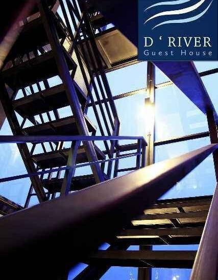 D River Guest House Bandung - Tangga