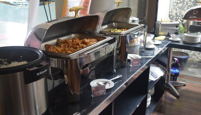 World Hotel Jakarta - Buffet Food