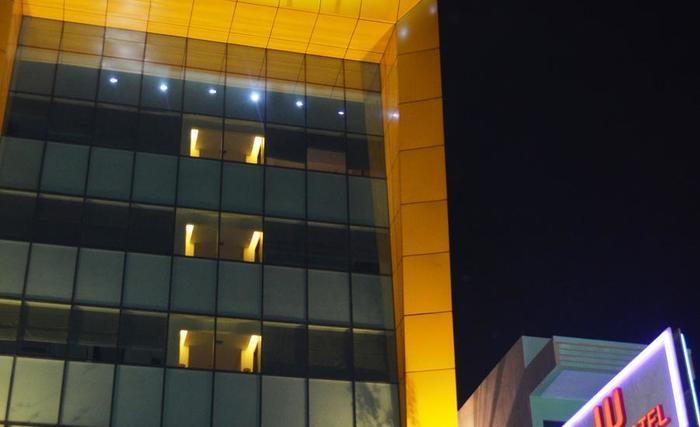 World Hotel Jakarta - Hotel Tampak Depan
