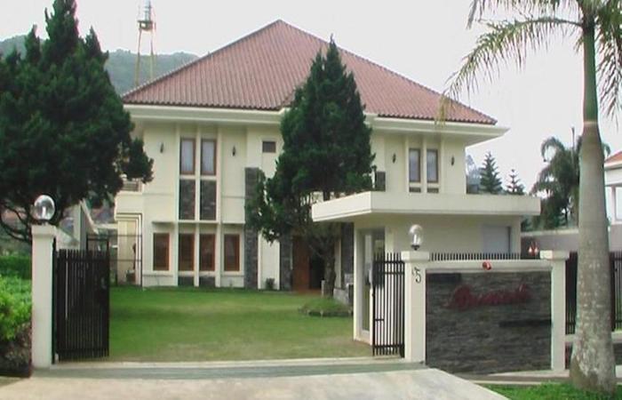 Puri Bernadi Guest House Bandung - Eksterior