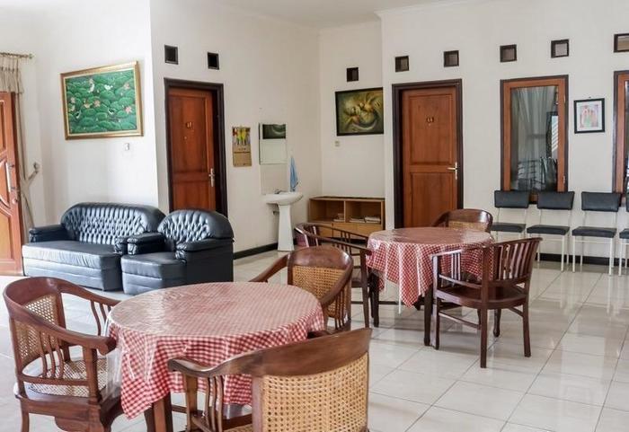 NIDA Rooms Sun House Raya 24 Lenkong - Ruang tamu