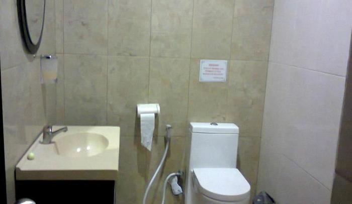 Hotel Permata Purwakarta - Bathroom
