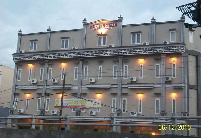 Hotel Herly Syariah Balikpapan - Exterior