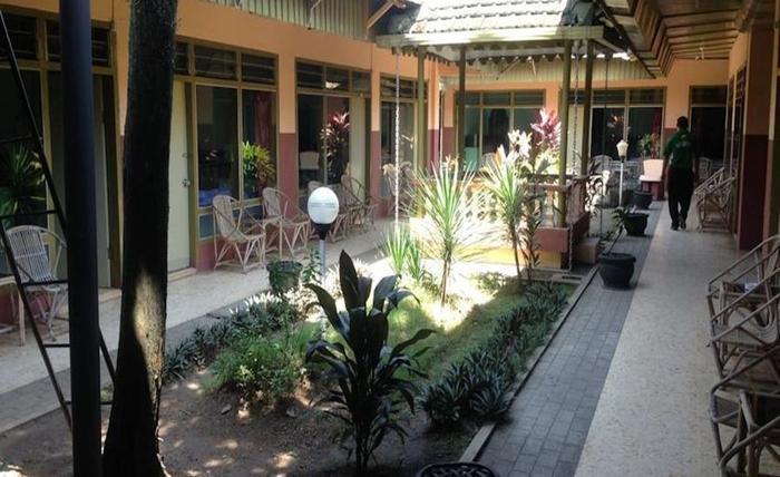 Hotel & Restaurant Anugerah Bondowoso - Taman