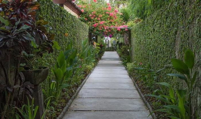 Bali Baliku Private Pool Villas Jimbaran - Pathway to villas