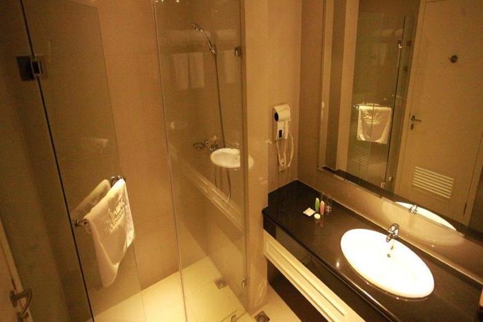Rich Palace Hotel Surabaya - Kamar mandi