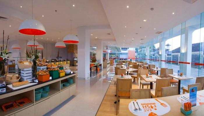 HARRIS Hotel and Conventions Denpasar Bali - HARRIS Cafe