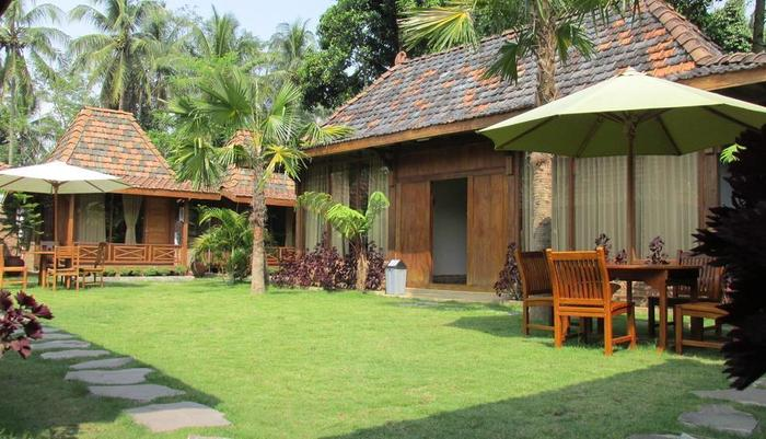 Cempaka Villa Magelang - Garden View