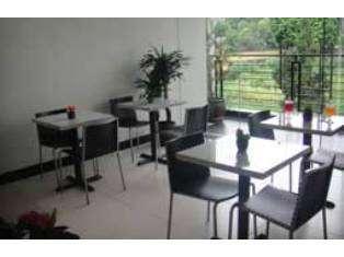 Sky City Home Guest House Bandung - Restoran