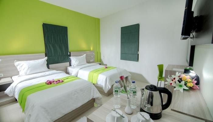 Fresh Hotel Sukabumi - Kamar executive dengan dua tempat tidur
