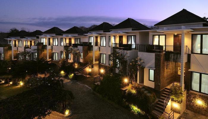Den Bukit Suites Jimbaran - Suasana Sore dengan Latar 2 Bed Room Suite