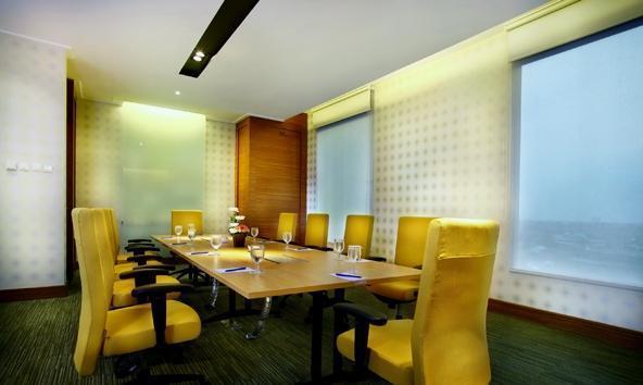 Hotel Menara Peninsula Jakarta - Delima Board Room
