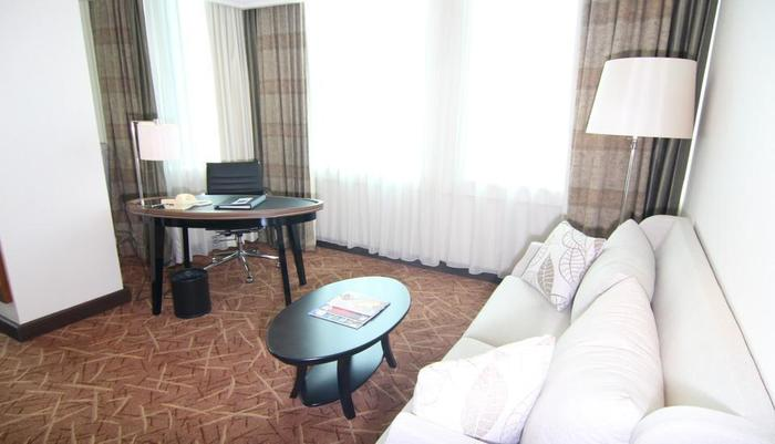 Hotel Menara Peninsula Jakarta - Living Room Executive Club Studio