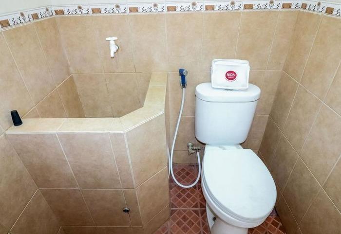 NIDA Rooms Ring Road Utara 14 Jogja - Kamar mandi