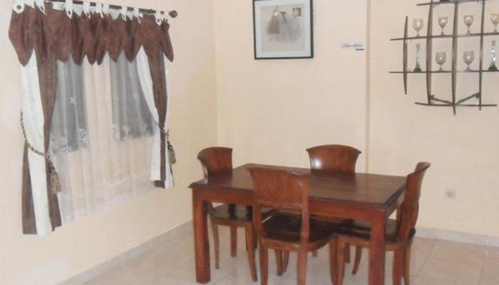 Simply Homy Guest House Monjali 3 Yogyakarta - Ruang makan